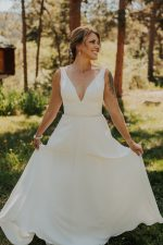 A beautiful Lyons, Colorado wedding. This wedding was a stunning and intimate backyard wedding. I absolutely love the smaller style weddings. They are perfect.